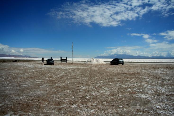 LandCelta e Celta Argertino no estacionamento para turistas